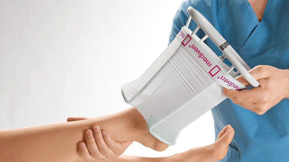 1 Приспособление для одевания госпитальных компрессионных изделий medi Hospital butler для лежачих пациентов
